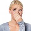 Кислий запах виділень у жінок