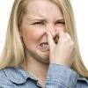 Виділення з неприємним запахом у жінок: причини